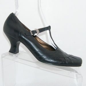 Naturalizer black leather t-strap buckle heels 9W